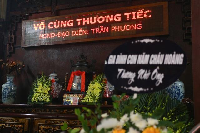 Người thân, đồng nghiệp nghẹn ngào tiễn biệt NSND Trần Phương - 1