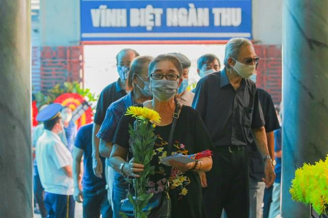 Người thân, đồng nghiệp nghẹn ngào tiễn biệt NSND Trần Phương - 12