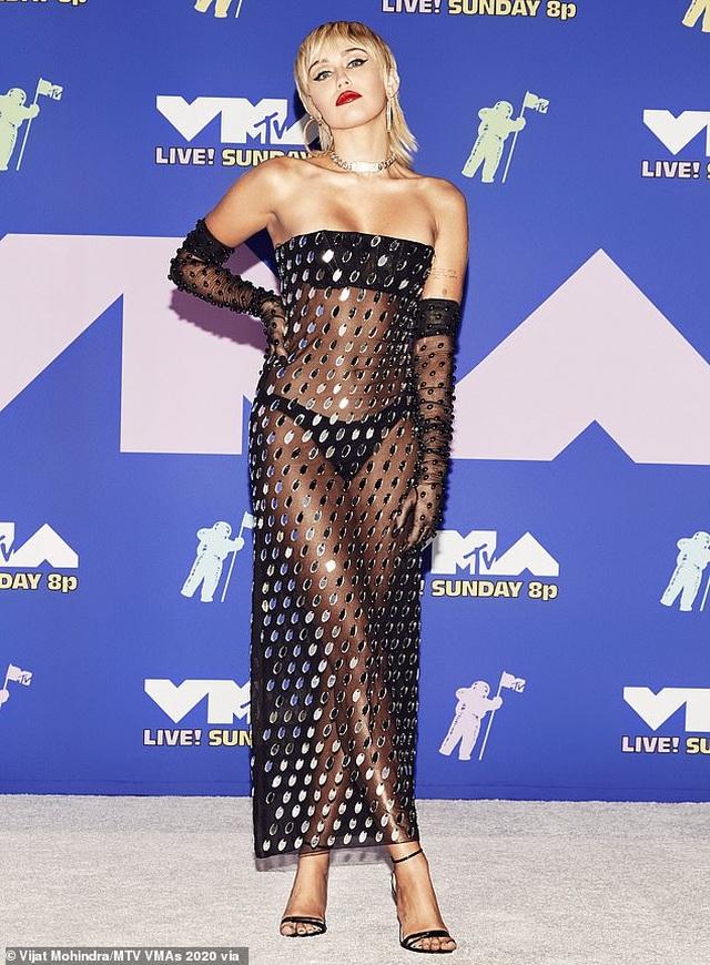 Miley Cyrus mặc sốc dự lễ trao giải VMA - 1
