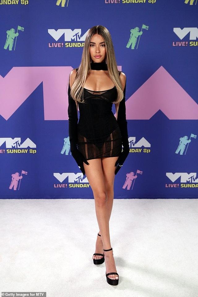 Miley Cyrus mặc sốc dự lễ trao giải VMA - 4
