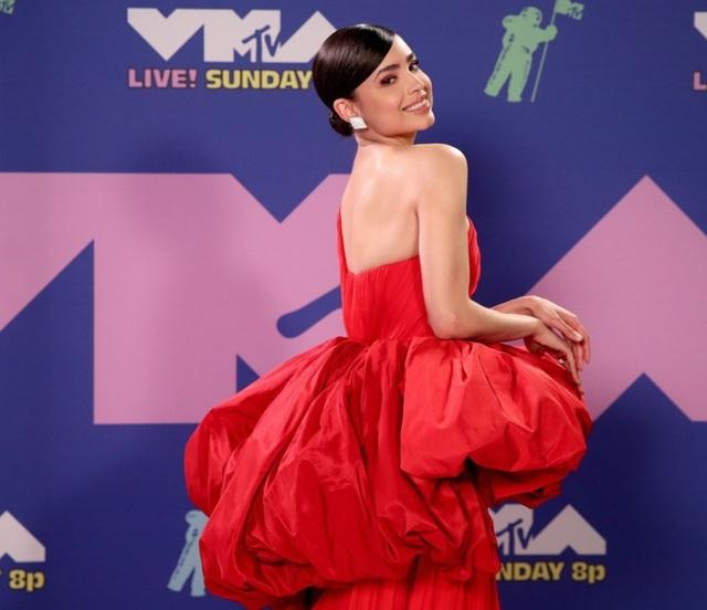 Miley Cyrus mặc sốc dự lễ trao giải VMA - 3