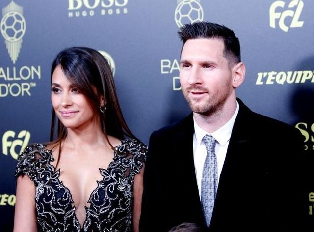 """Bà xã xinh đẹp của Messi mập mờ """"thả thính"""" Man City - 2"""
