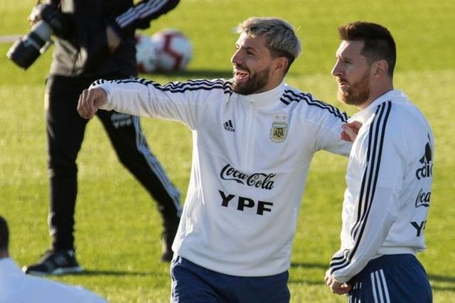 """Bà xã xinh đẹp của Messi mập mờ """"thả thính"""" Man City - 3"""