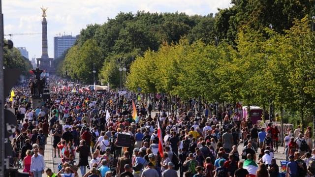 Người biểu tình Đức lao vào tòa nhà quốc hội phản đối biện pháp phòng dịch - 7