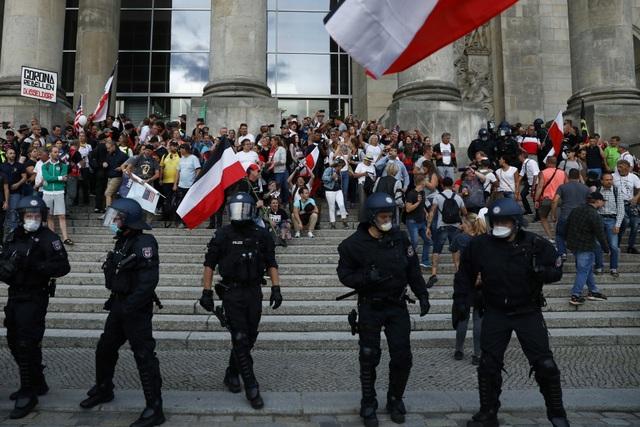 Người biểu tình Đức lao vào tòa nhà quốc hội phản đối biện pháp phòng dịch - 3