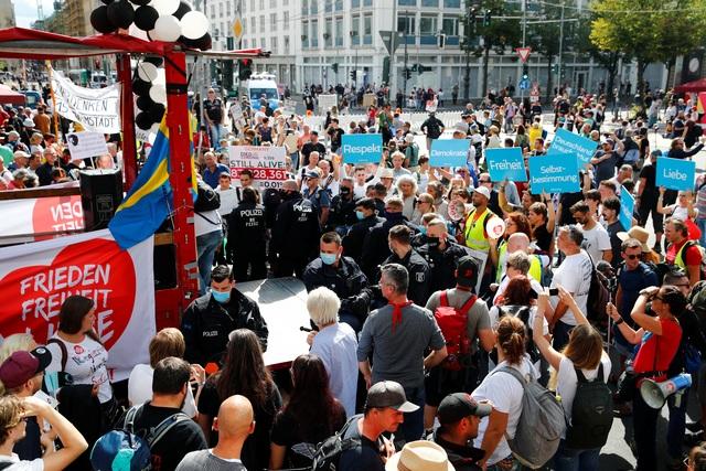 Người biểu tình Đức lao vào tòa nhà quốc hội phản đối biện pháp phòng dịch - 6