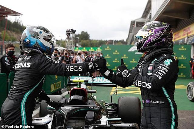 Hamilton thắng nhạt nhẽo trong chặng đua của sự cố và tai nạn - 8