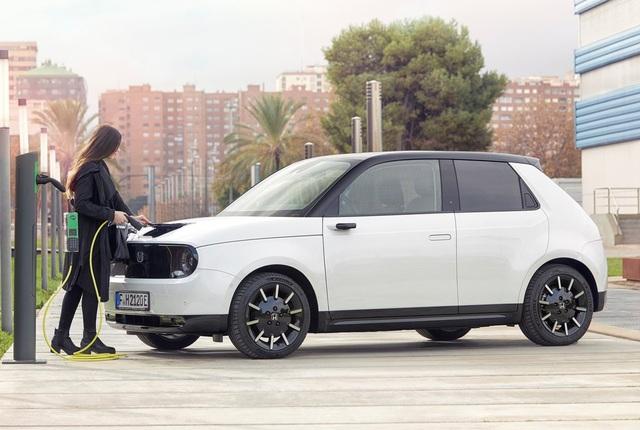 Honda E lách khe hẹp trên thị trường xe chạy điện - 2