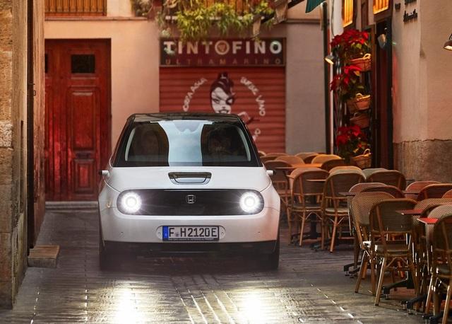 Honda E lách khe hẹp trên thị trường xe chạy điện - 3