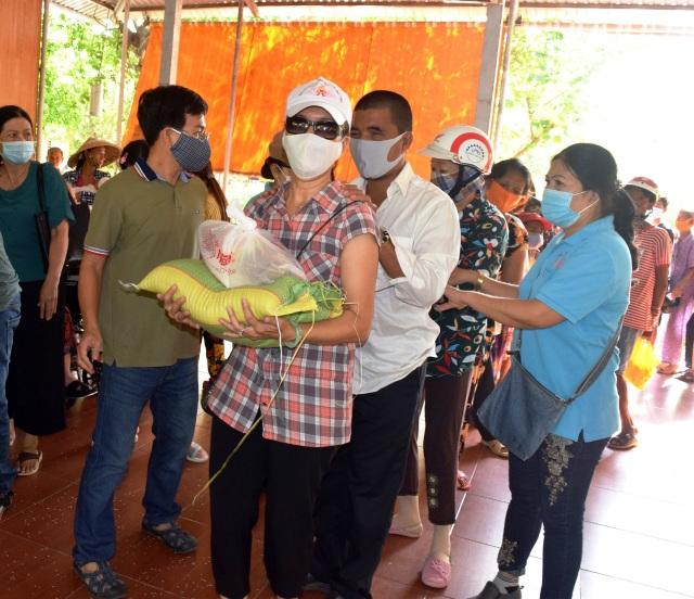 Bạc Liêu: Hỗ trợ gạo tới người có hoàn cảnh khó khăn dịp Rằm tháng 7 - 8