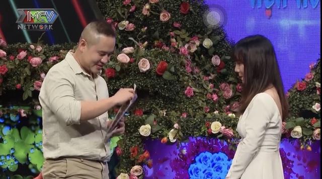 Chàng trai tặng hộp quà rỗng cho bạn gái lần đầu hẹn hò - 1