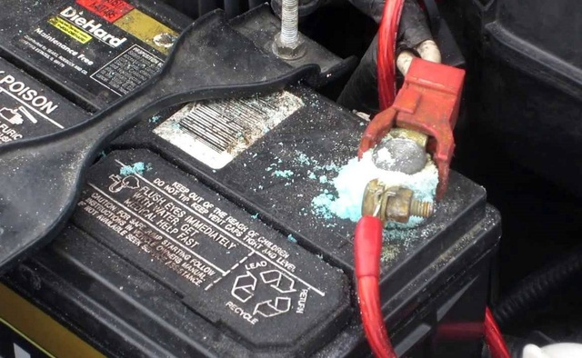 Nguyên nhân ắc-quy ô tô yếu điện, chết bình khiến xe không thể khởi động - 2