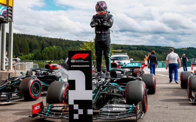 Hamilton thắng nhạt nhẽo trong chặng đua của sự cố và tai nạn - 6