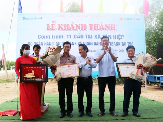Vietbank tài trợ 5 tỷ đồng xây 6 cầu ở xã biên giới tỉnh Long An - 2