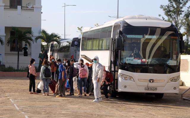 Phú Yên đón 122 công dân từ Đà Nẵng về cách ly theo dõi - 1