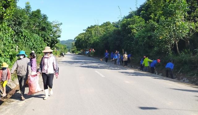 Toàn tỉnh Thừa Thiên Huế ra quân vệ sinh trường học chào đón năm học mới - 7