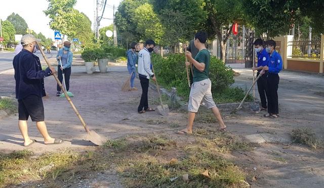 Toàn tỉnh Thừa Thiên Huế ra quân vệ sinh trường học chào đón năm học mới - 6