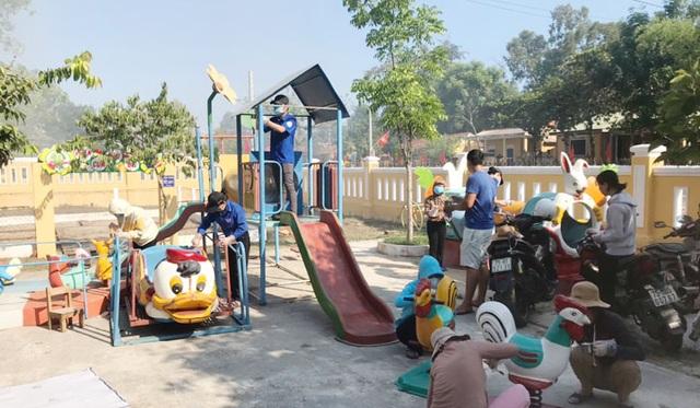 Toàn tỉnh Thừa Thiên Huế ra quân vệ sinh trường học chào đón năm học mới - 4