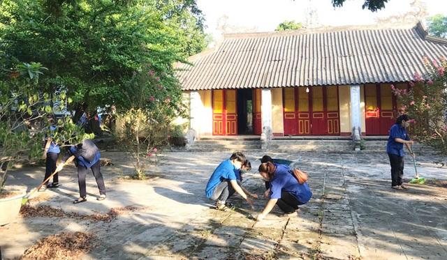 Toàn tỉnh Thừa Thiên Huế ra quân vệ sinh trường học chào đón năm học mới - 8