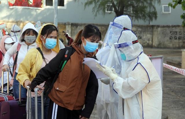 """Phú Yên chưa """"nới lỏng"""" y tế đối với du khách đến từ vùng dịch - 1"""