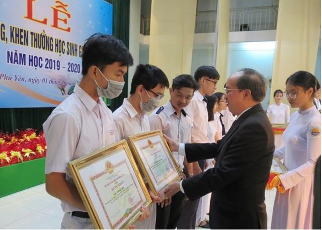 Phú Yên: Tuyên dương hơn 229 học sinh giỏi, xuất sắc năm học 2019 - 2020 - 1