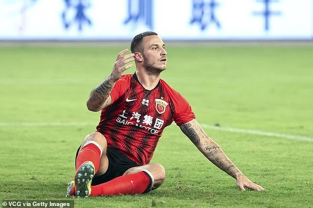 Tiết lộ sốc của sao ngoại hạng Anh khi sang Trung Quốc chơi bóng - 1
