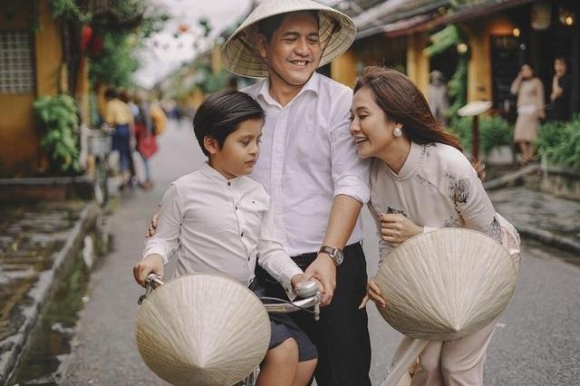 Con trai Thanh Thuý, Đức Thịnh bị băng nhóm dàn cảnh tinh vi móc điện thoại - 1