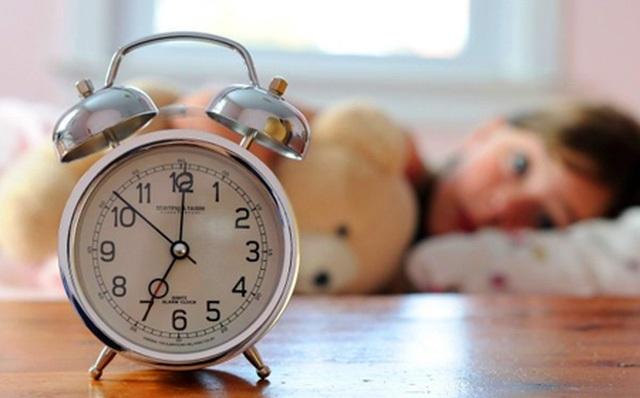 Cách rất hay để cha mẹ giúp con dậy sớm vui vẻ đến trường - 1