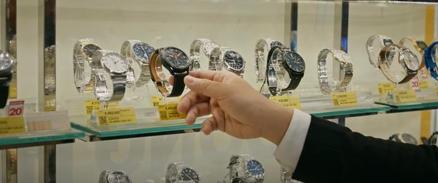 Những mẫu đồng hồ thời thượng được Trấn Thành sử dụng trong Đặc Vụ Thời Gian - 5