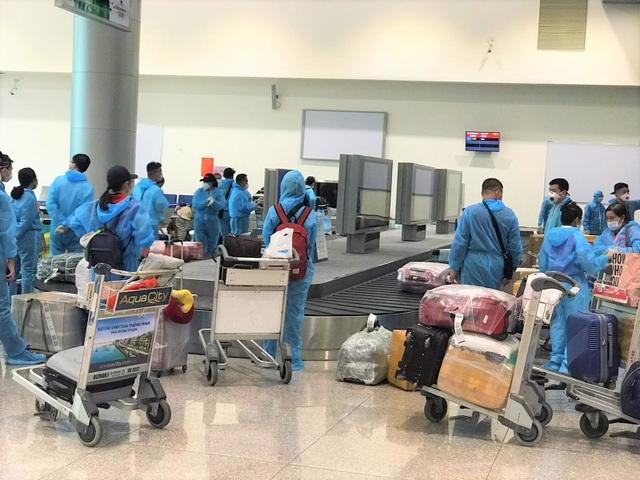 Đưa 239 người Việt có hoàn cảnh đặc biệt từ Uckraine về nước - 1