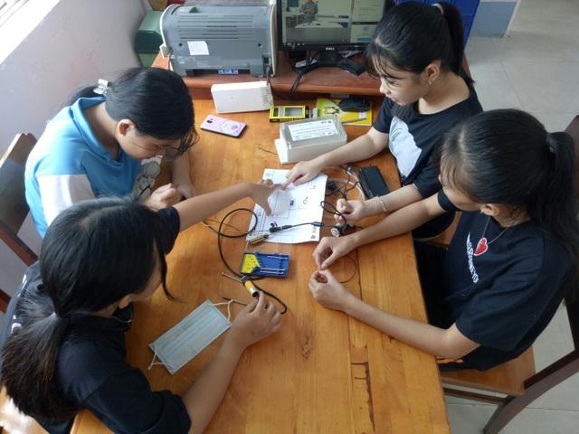 Học sinh, sinh viên An Giang tham gia lắp ráp máy khử trùng diệt khuẩn tự động phòng chống Covid-19 - 2