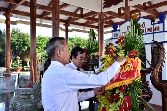 Lãnh đạo Cà Mau, Bạc Liêu viếng Bác Hồ  - 4