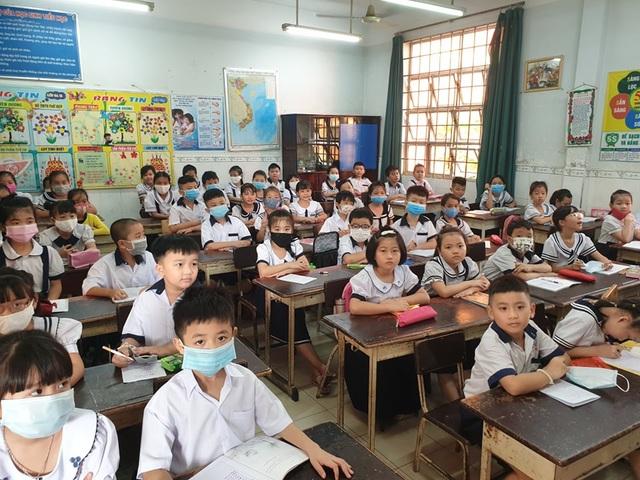 Ngôi trường tiểu học có đến... 90 lớp, tựu trường phải chia ca, chia ngày - 8