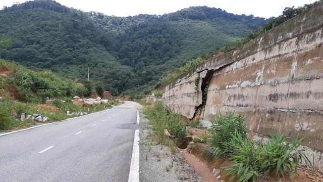 Kinh hãi đoạn đường hơn 500 tỷ đồng tiềm ẩn nguy hiểm trước mùa mưa bão - 3