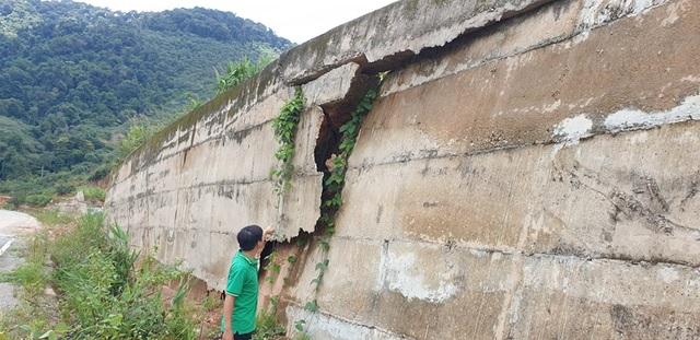 Kinh hãi đoạn đường hơn 500 tỷ đồng tiềm ẩn nguy hiểm trước mùa mưa bão - 2
