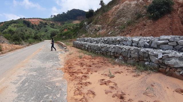 Kinh hãi đoạn đường hơn 500 tỷ đồng tiềm ẩn nguy hiểm trước mùa mưa bão - 10