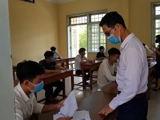 Phòng dịch chặt chẽ trong ngày làm thủ tục dự thi tốt nghiệp THPT đợt 2 - 15