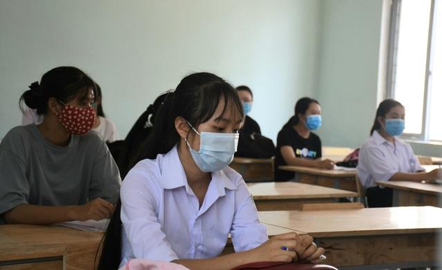 Phòng dịch chặt chẽ trong ngày làm thủ tục dự thi tốt nghiệp THPT đợt 2 - 19