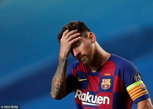 Bố Lionel Messi bị vây kín khi tới Barcelona - 11