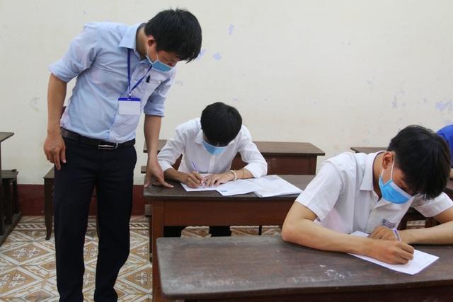 Phòng dịch chặt chẽ trong ngày làm thủ tục dự thi tốt nghiệp THPT đợt 2 - 5