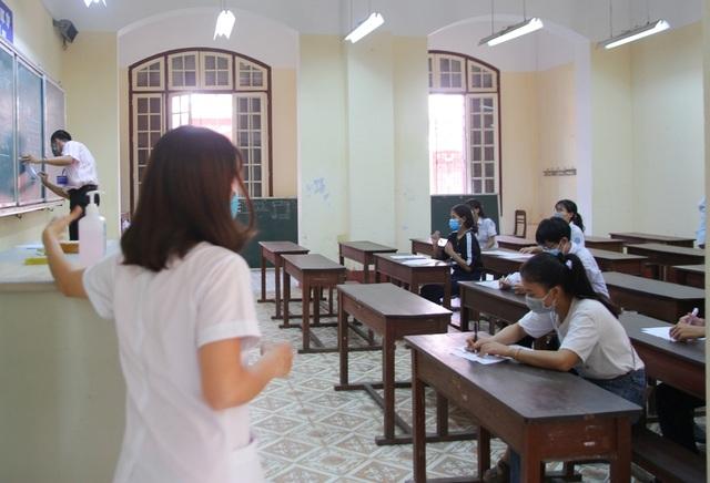 Phòng dịch chặt chẽ trong ngày làm thủ tục dự thi tốt nghiệp THPT đợt 2 - 3