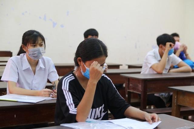 Phòng dịch chặt chẽ trong ngày làm thủ tục dự thi tốt nghiệp THPT đợt 2 - 4