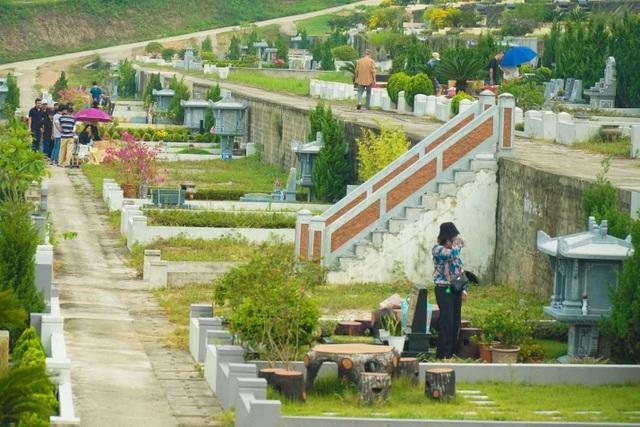 Đại lễ vu lan: Người dân đi tảo mộ tại Lạc Hồng Viên - 2