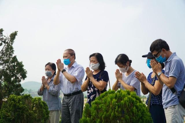 Đại lễ vu lan: Người dân đi tảo mộ tại Lạc Hồng Viên - 3