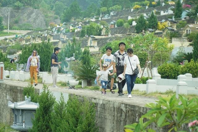 Đại lễ vu lan: Người dân đi tảo mộ tại Lạc Hồng Viên - 6