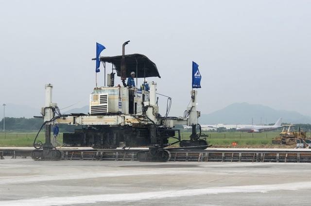 """Hơn 1.400 người, 200 máy móc thi công dự án hàng không theo """"lệnh"""" khẩn cấp - 8"""