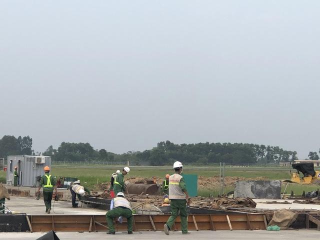"""Hơn 1.400 người, 200 máy móc thi công dự án hàng không theo """"lệnh"""" khẩn cấp - 11"""