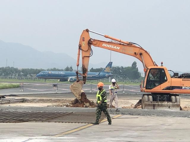 """Hơn 1.400 người, 200 máy móc thi công dự án hàng không theo """"lệnh"""" khẩn cấp - 10"""