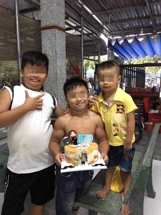 Cậu bé người Việt không tập luyện vẫn cuồn cuộn cơ bắp lên báo nước ngoài - 1
