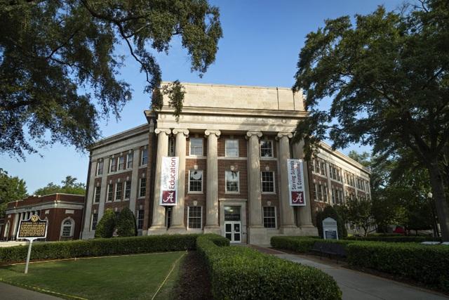 Mỹ: Hơn 1.200 sinh viên Đại học Alabama dương tính với Covid-19 - 1